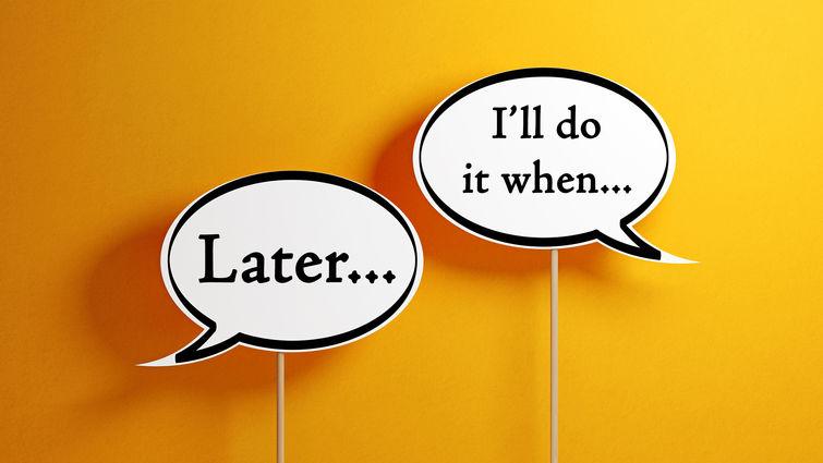چرا کارها را به تعویق میاندازیم و چطور جلوی آن را بگیریم؟